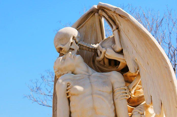 Поцелуй смерти, кладбище Побленоу, Барселона