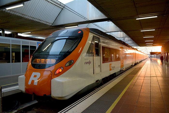 Как добраться из Барселоны в аэропорт на поезде