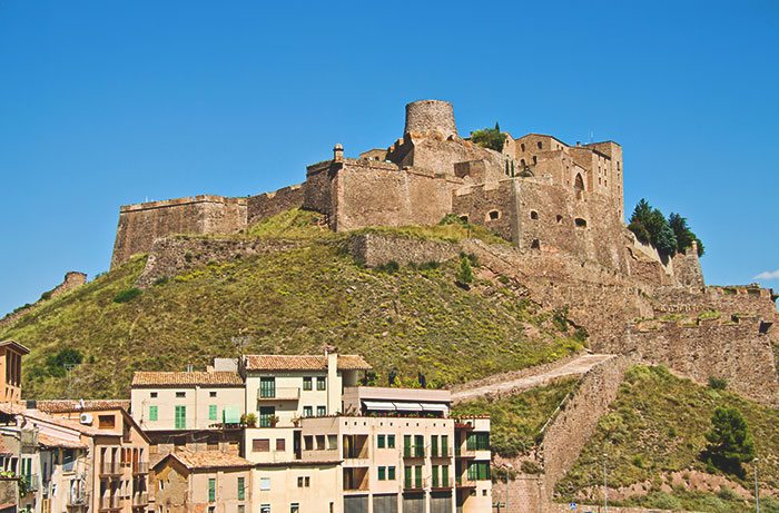 Замок Кардона - мистический замок с привидениями