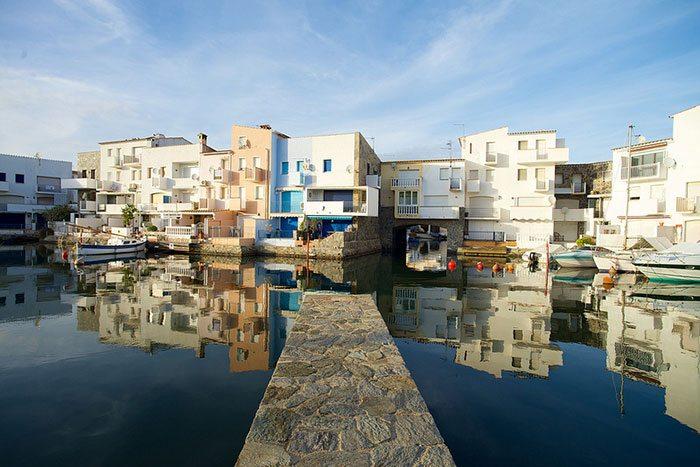 Эмпуриабрава - каталонская рукотворная Венеция на побережье Коста-Брава