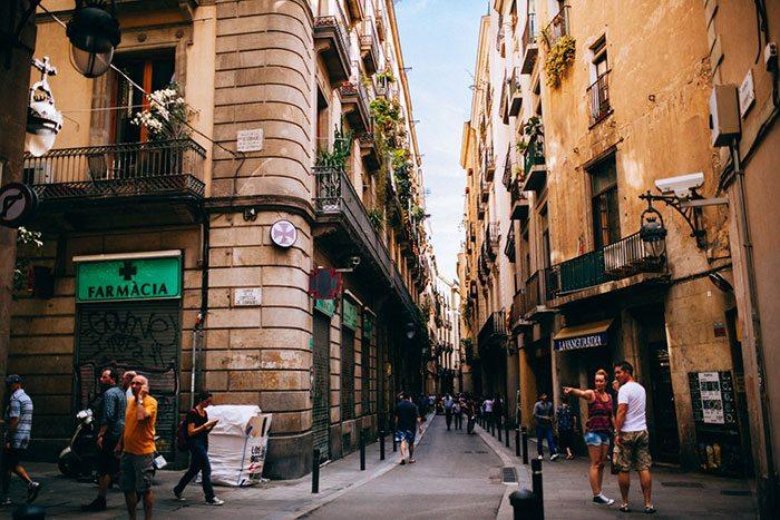 Улица Avinyó - место вдохновения Пикассо в Барселоне
