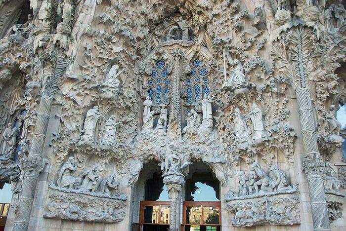 Внешние фасады Sagrada Familia