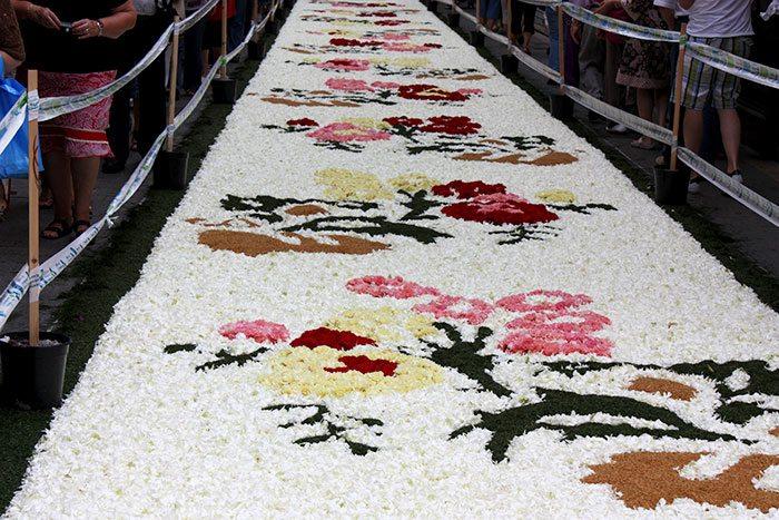 Ситжес и его цветочные ковры