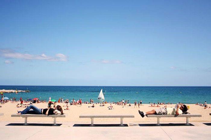 Пляжный сезон в Барселоне