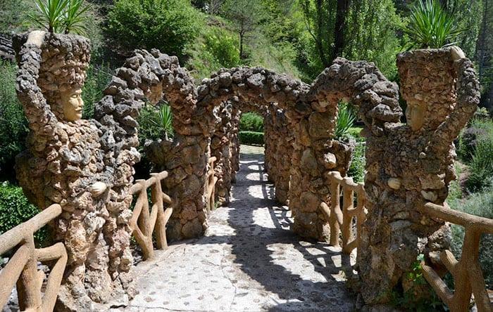 Сады Can Artigas: арочная цепь
