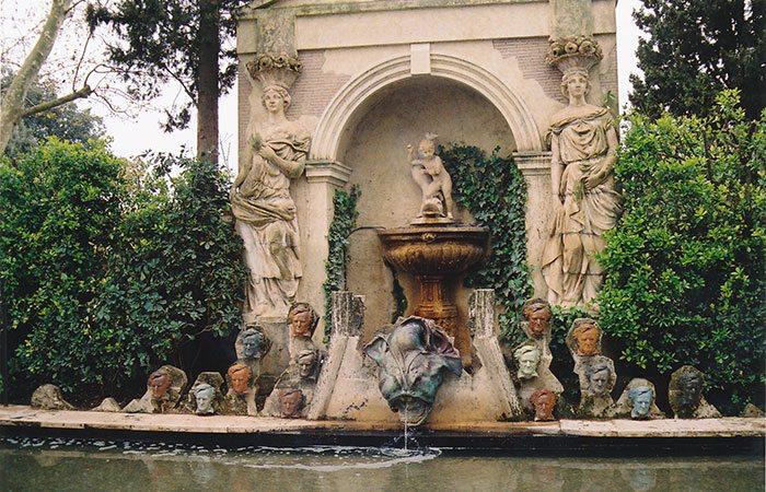 Замок Дали и Гала в Пуболь: внутренний сад