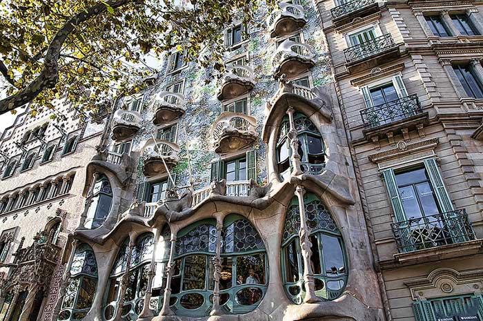 Барселона Гауди, Дом Бальо