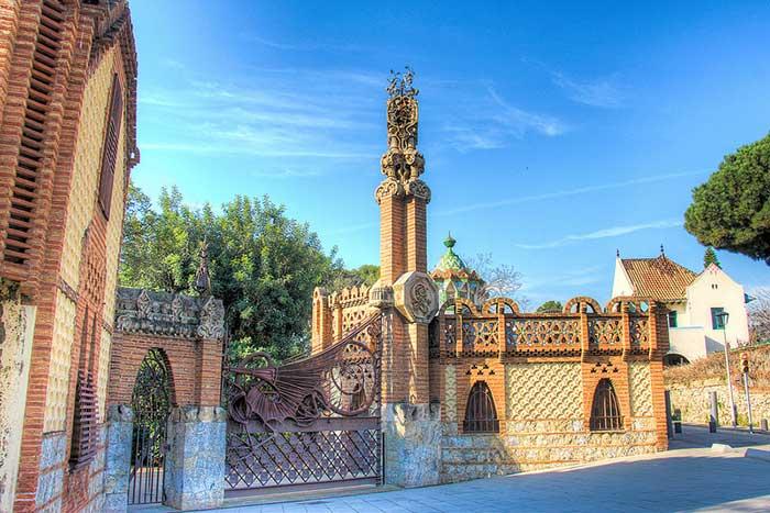Барселона Гауди, Павильоны усадьбы Гуэль