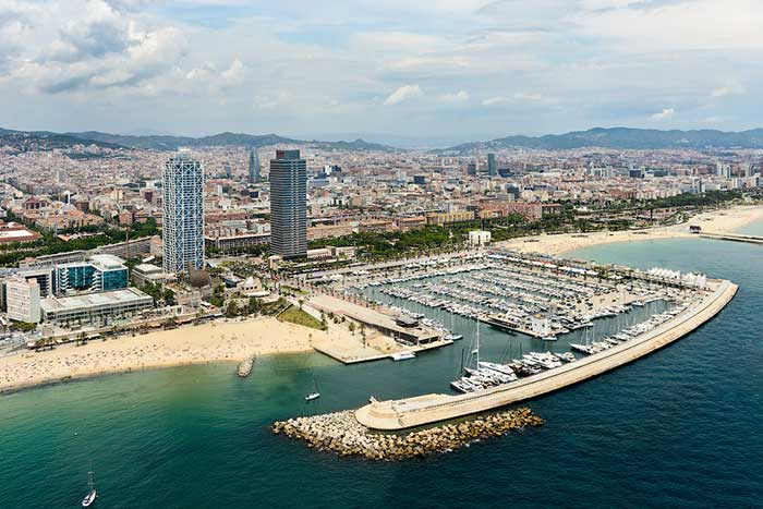 Порт Барселоны с высоты птичьего полета