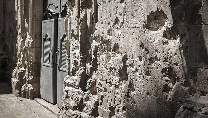 на площадь Святого Филиппа Нери упала бомба