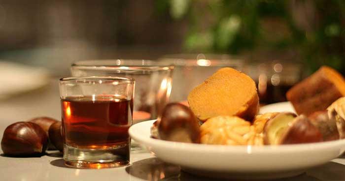 Жареные каштаны, сладкий картофель и особое праздничное вино «Мускател»