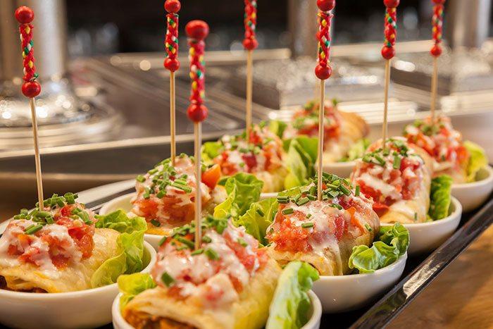 Тапас рестораны в Барселоне удивят вас бесконечным числом деликатесов