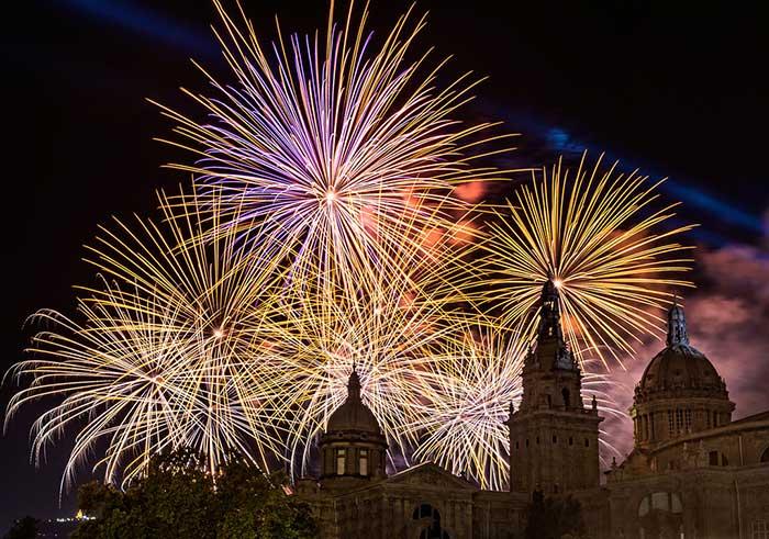 Новый год в Барселоне на площади Испании