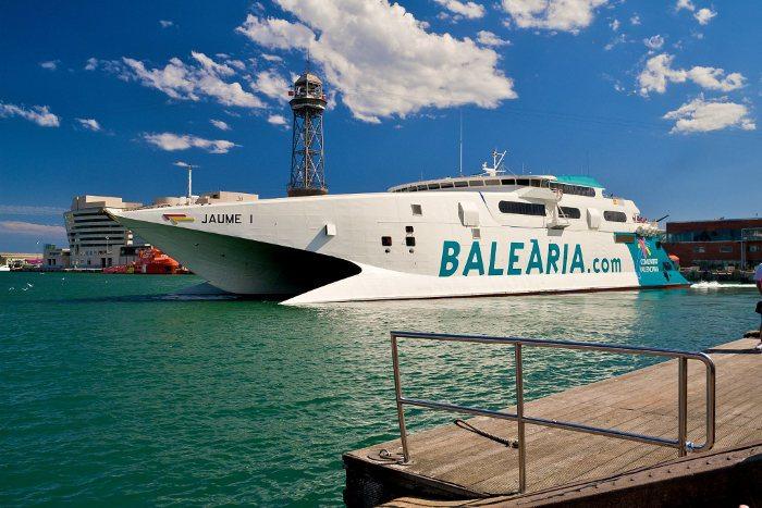 Паром компании Balearia