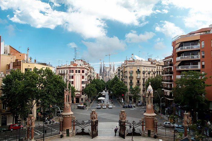Барселона населена людьми