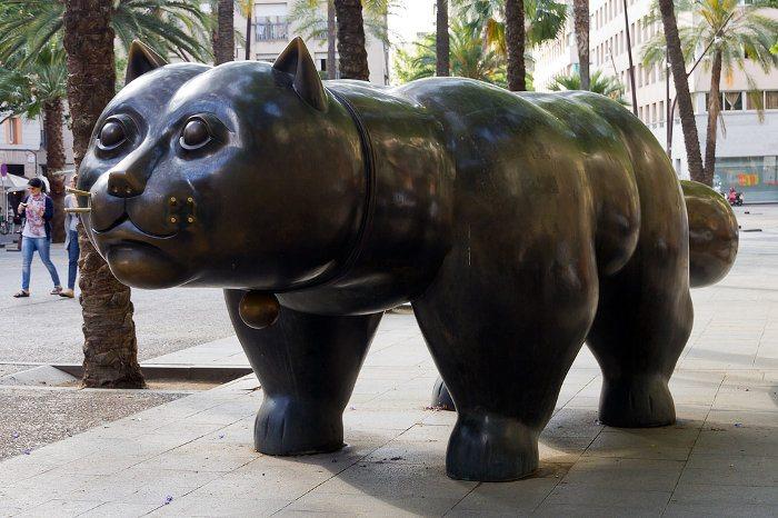 Памятник в Барселоне Коту