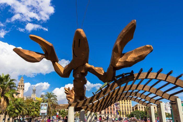 Памятник в Барселоне креветке