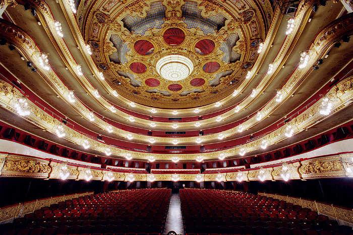 Билеты в театр в барселоне концерт михаила задорнова в москве 2017 купить билеты