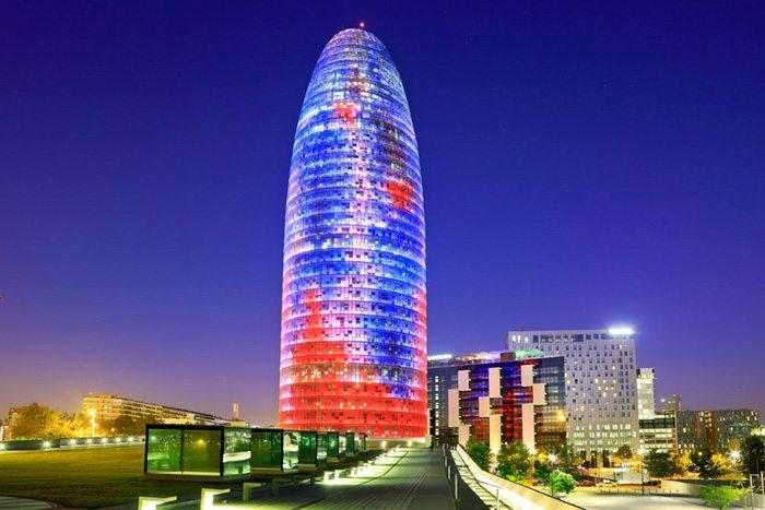 Башня Агбар на Проспекте Диагональ в Барселоне