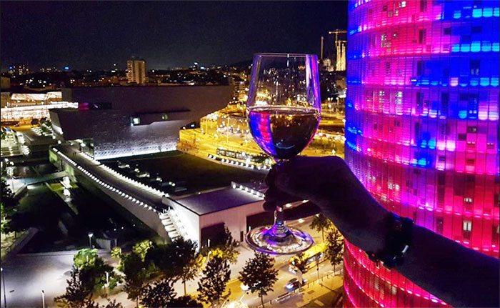 Барселона ночью: Башня АкбарБарселона ночью: Башня Акбар
