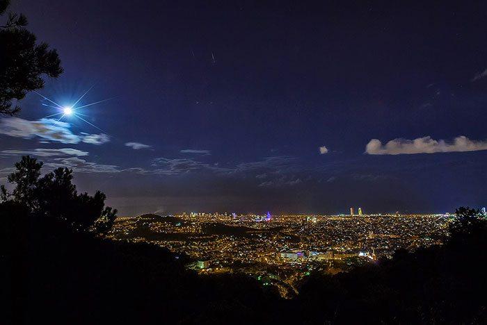 Барселона ночью: вид с горы Тибидабо