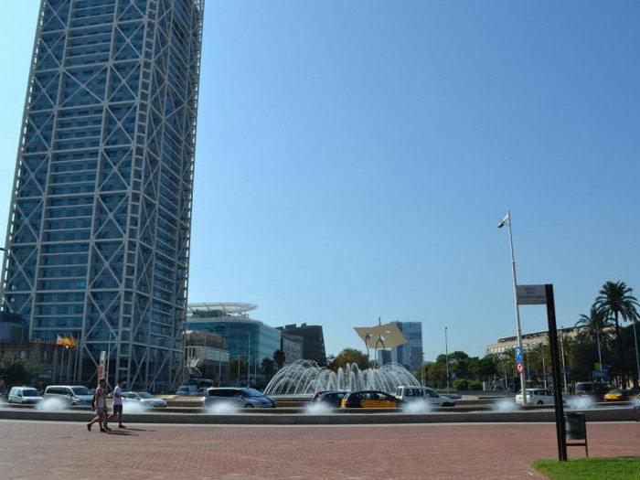 Фонтан у площади Олимпийских Волонтеров