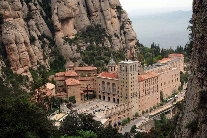 Монастыри Барселоны