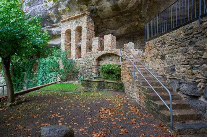 Монастырь Сан-Мигель де Фай