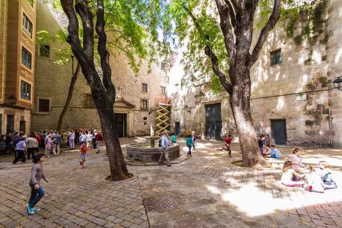 Площадь Sant Felipe Neri