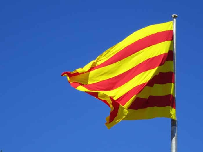 XVIII век обозначил Сеньеру официальным флагом Каталонии