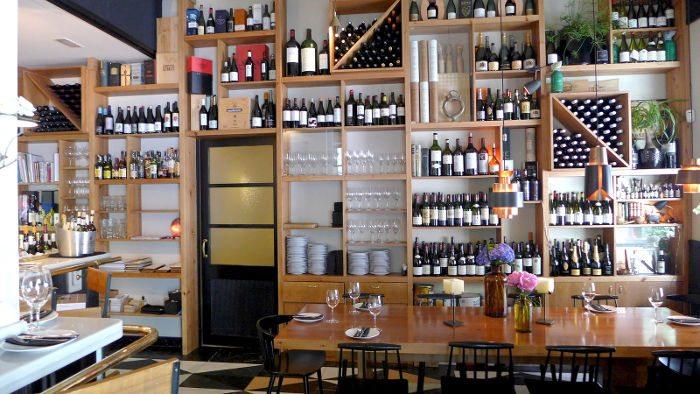 Выбор вина в Mont Bar