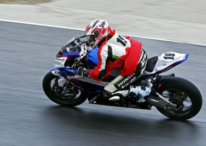 Проезд по трассе на своем мотоцикле