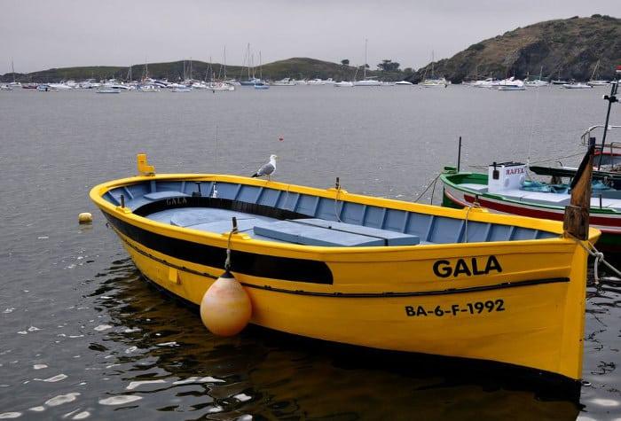Желтая лодка Галы