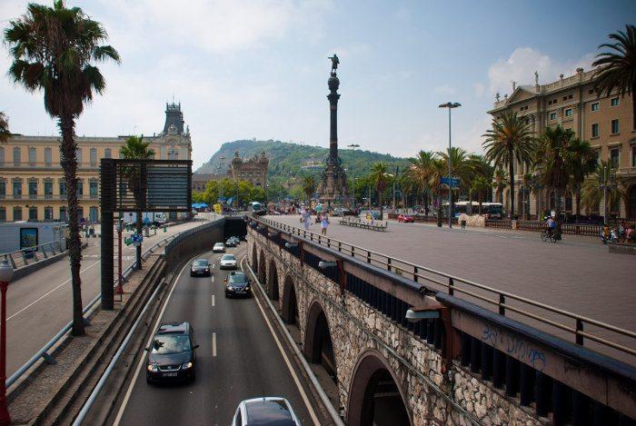 Где находится памятник Колумбу в Барселоне