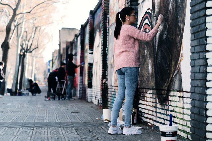 История квартала Побленоу в Барселоне