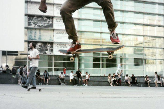 Скейт возле музея MACBA