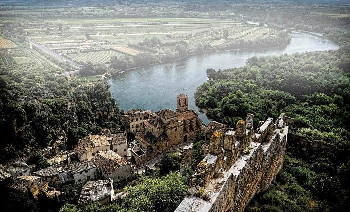 Замок Миравет