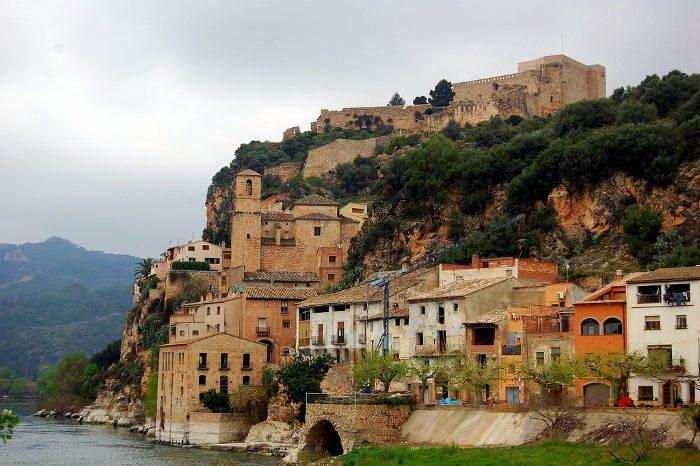 Замок Миравет: вид на крепость
