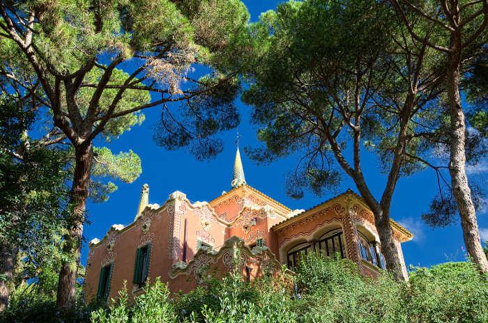 Дом Гауди в Барселоне