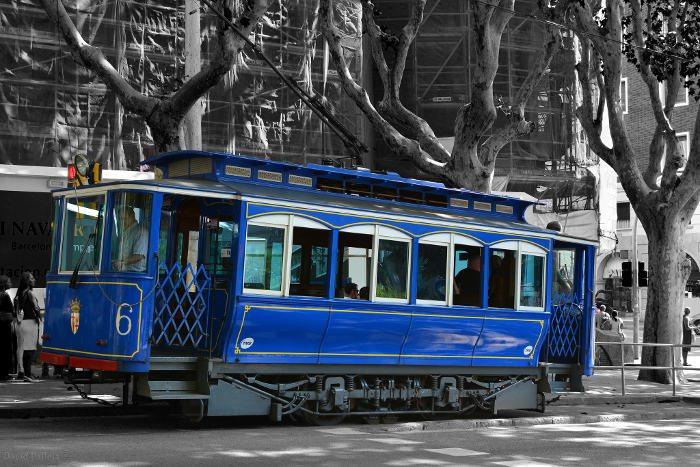 Романтический синий трамвай Tramvia Blau