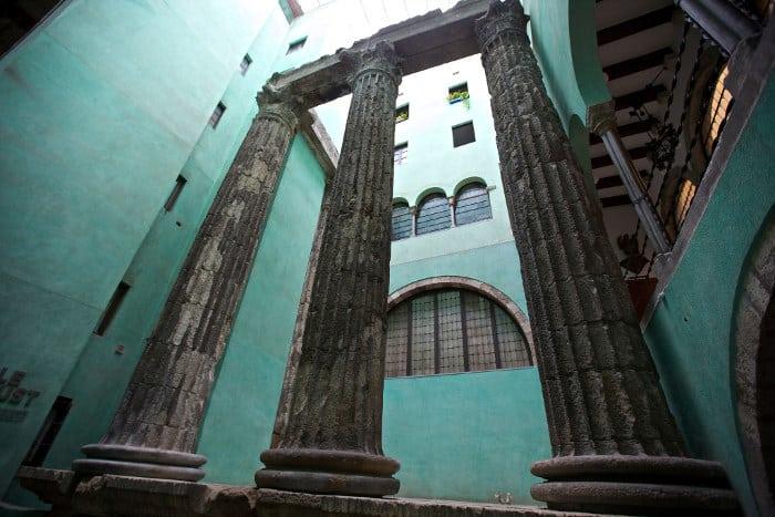 Колонны храма Августа в Барселоне