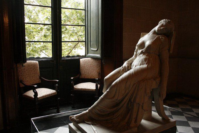 Статуя Лукреции Дамия Кампень