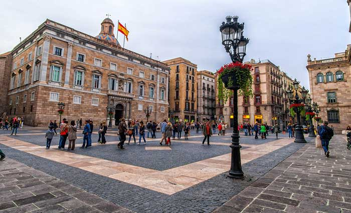 Площадь Сант Жауме в Барселоне