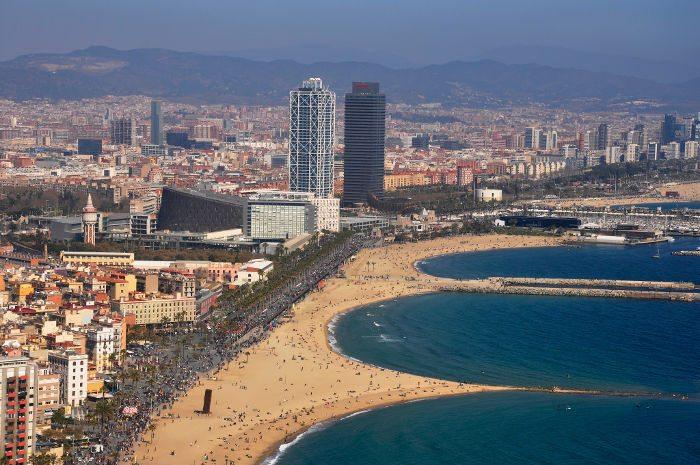 Вертолет в Барселоне: полет над прибрежной зоной