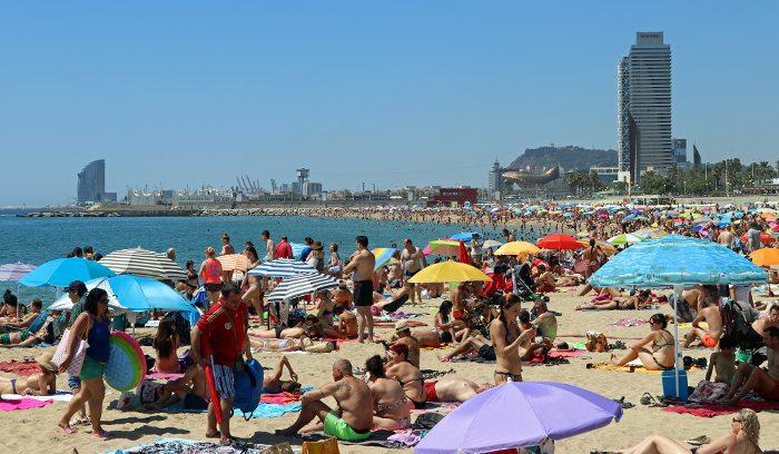 Купальный сезон в Барселоне в июле