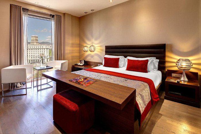 Отель Olivia Plaza