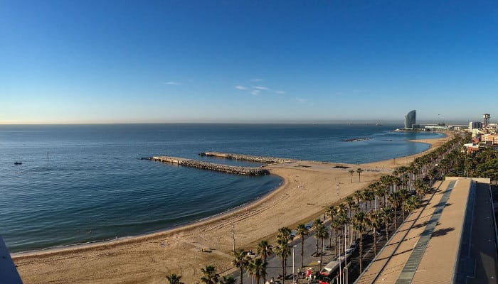 Пляжный отдых в Барселоне — это реально