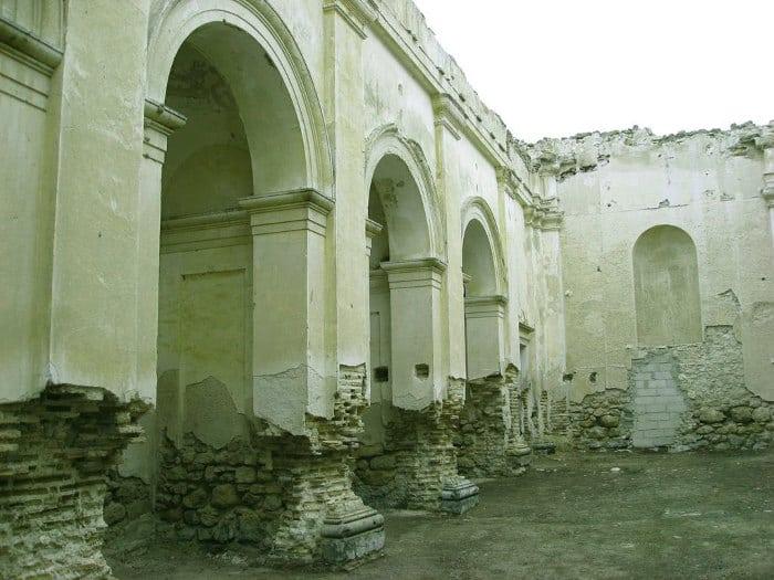 Руины монастыря Сан Франческа