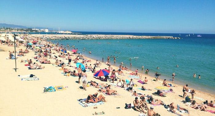 Купальный сезон в Барселоне в августе