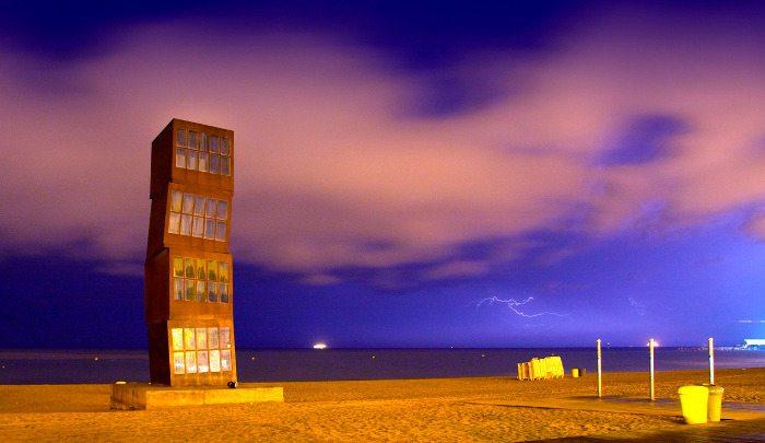 Памятник на пляже Барселонета: «Раненая звезда»